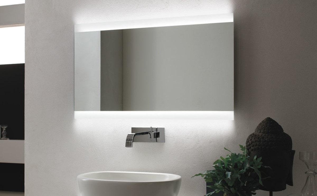καθρέφτης στο μπάνιο